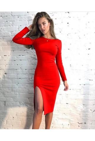 Красное платье прямого кроя с глубоким разрезом на бедре 1101
