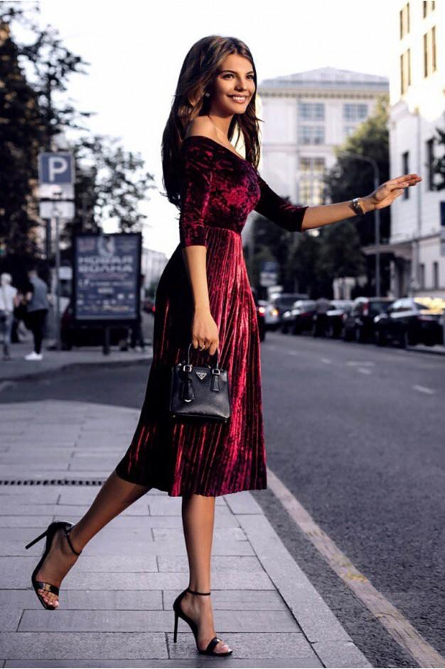 Бордовое платье плиссе с оголенными плечами миди длины 1159