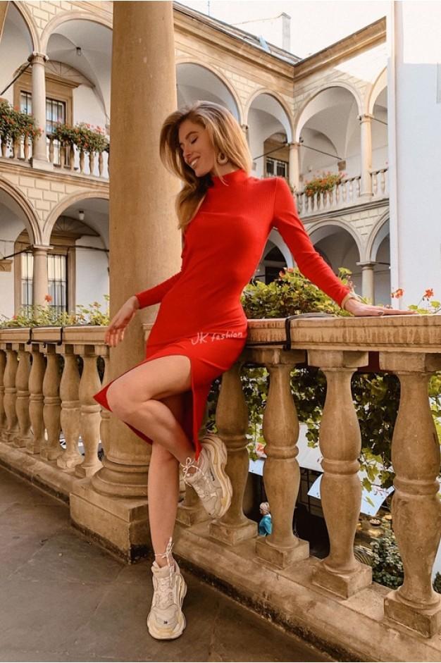 Платье-гольф в рубчик, красное, с разрезом на ноге - 1350