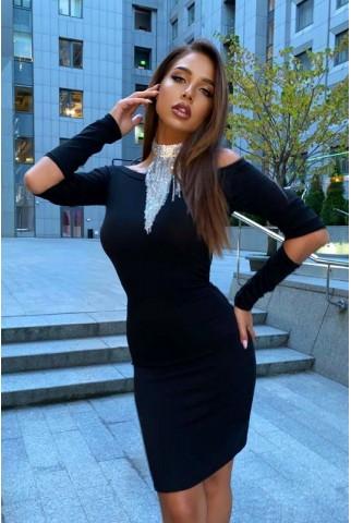 Черное платье с разрезами и горловина которая открывает плечи - 1410