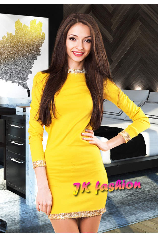 Желтое платье обработанное по краю золотистыми пайетками 481